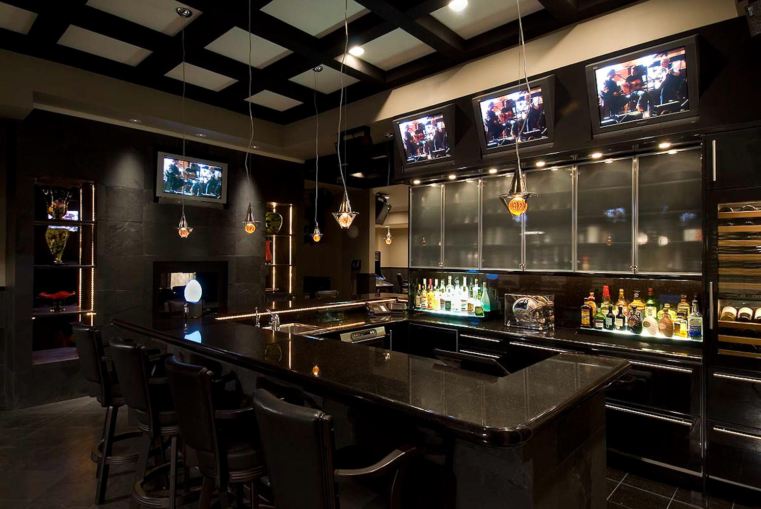 Property of the week 14661 rudolph dadey drive for Home bar game room