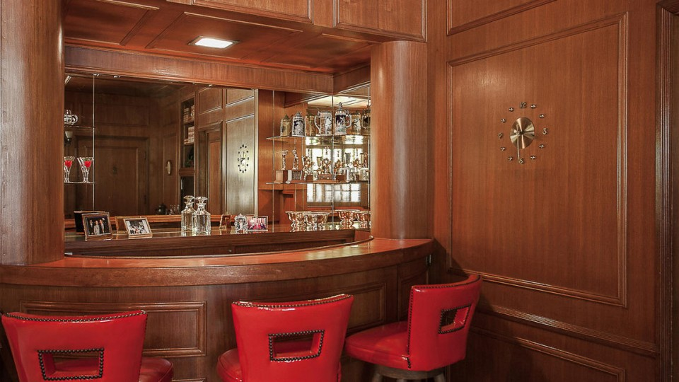 Traditional Home: Bar