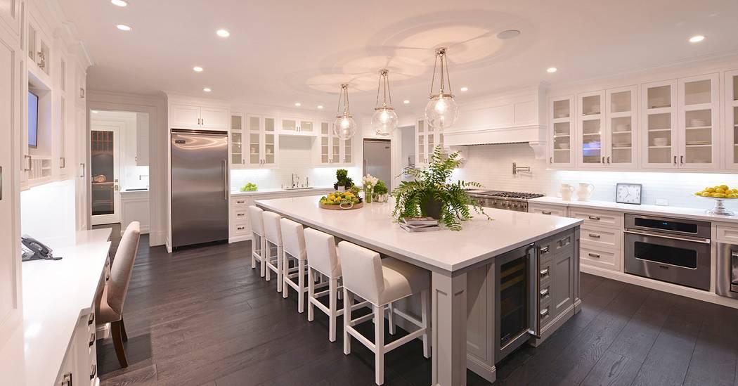 Strange A Cooks Dream 10 Luxurious Home Kitchens Home Interior And Landscaping Mentranervesignezvosmurscom