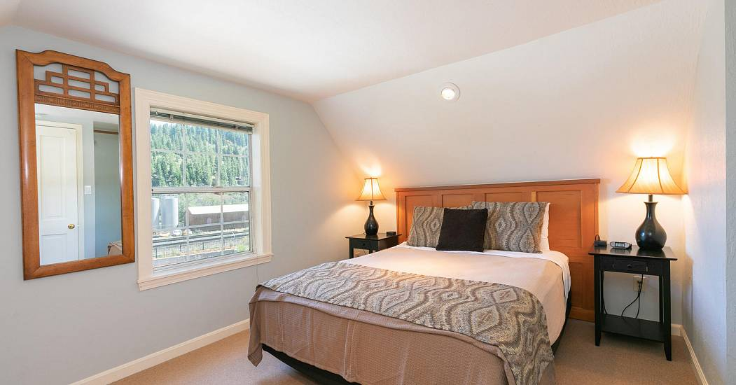 10230 Donner Pass Rd Truckee-036-023-Bedroom Four-MLS_Size.jpg