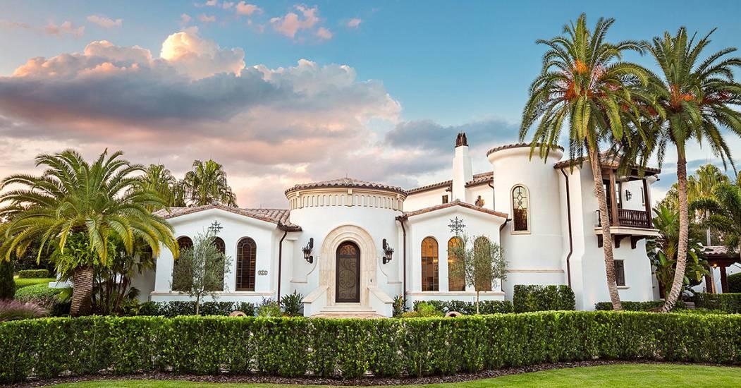 Spectacular spanish style villas for Spanish villa house