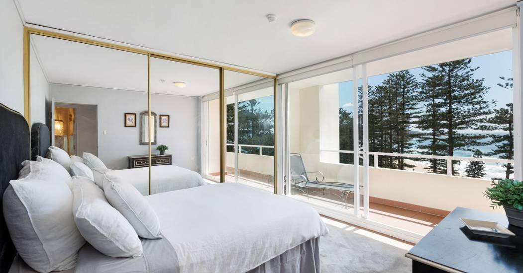 19-62 North Steyne - Bedroom - Web.jpg