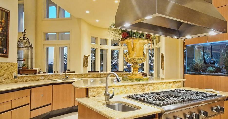 Top 10 Luxurious Gourmet Kitchens Leverage