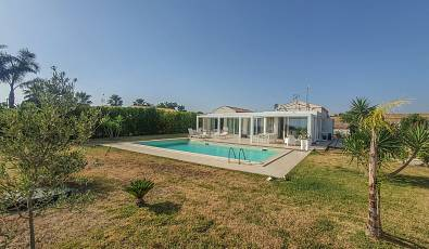 Magnificent modern villa with swimming pool, just 3 km from the center of Marina di Ragusa