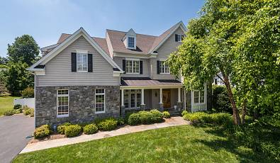 Elegant Colonial in Chesterbrook Estates