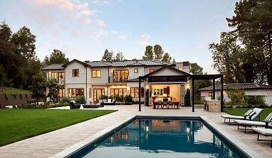 A gracious Contemporary Estate Thoughtfully Designed by Young and Borlik Architects and Sullivan Design Studio