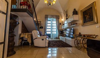Beautiful detached house located in the historic center of Catania