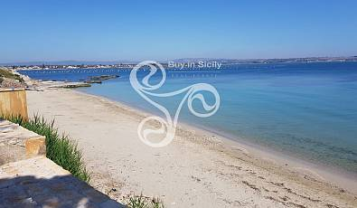 Rare villa on the sea with private access on the beach and amazing view on Ortigia golf.