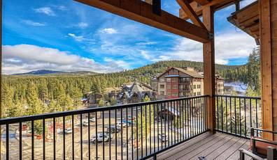 Top Floor with Panoramic Mountain Views