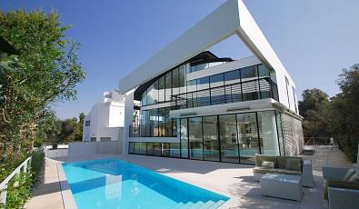 18204 - Beautiful modern villa overlooking a Park