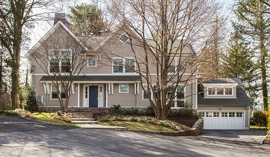 LOVELY IN LARCHMONT: 1 Colonial Lane Larchmont, NY