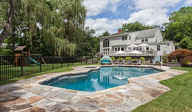 RESORT-CHIC COLONIAL MEETS SUBURBAN LIVING IN SCARSDALE