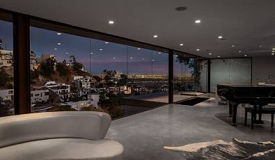 Mid-Century Modern with Jetliner Views